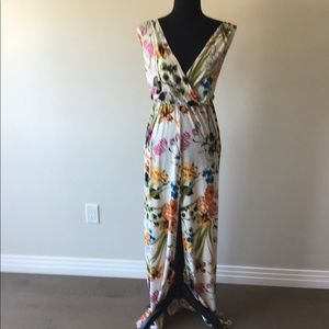 Dresses & Skirts - Floral Maxi Dress with split